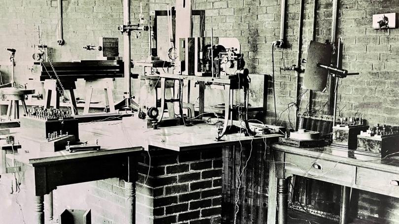 Pressure of Light Apparatus
